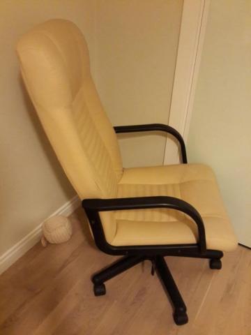 Кресло офисное в Берлине, почти даром