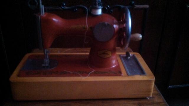 Продам детскую швейную машину