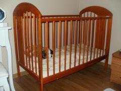 продаю детскую кроватку в очень хорошем состоянии