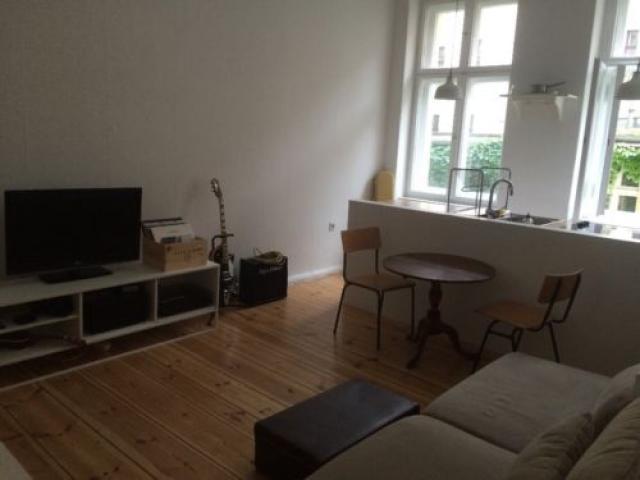 сдаем нашу квартиру в Берлине с 1 января по 15 января.