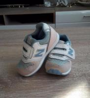 Продам красивые кроссовки и другие детские вещи в Берлине