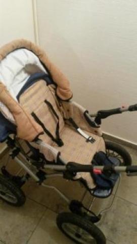 Хорошо сохранившаяся детская коляска
