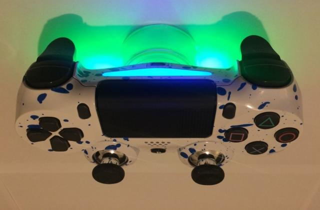 Стильный контроллер PS4 в Берлине