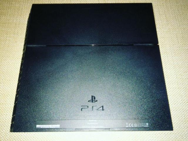 Продам PlayStation 4 в идеальном состоянии