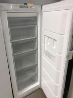 Холодильник в Берлине, отдам даром.