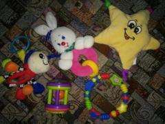 Подарю детские игрушки погремушки в Берлине.