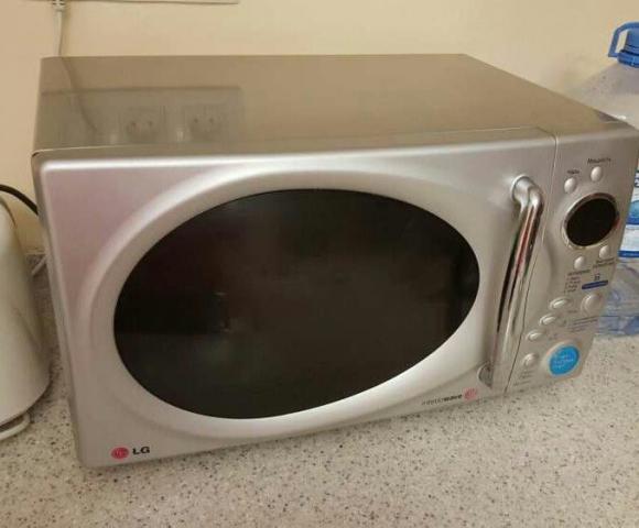 Продам рабочую микроволновую печь