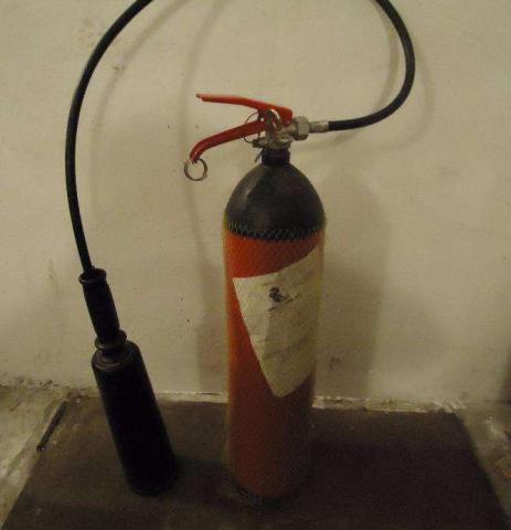 2 новых огнетушителя CO2